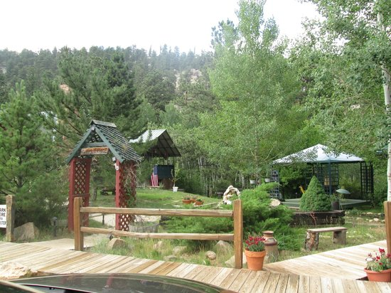 Dripping Springs Resort: Grounds by the front entrance