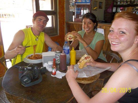 Restaurante El Navegante: People from Germany, eating italian food in...Nicaragua!