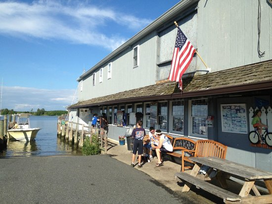 Scottish Highland Creamery: Just a little window on the pier