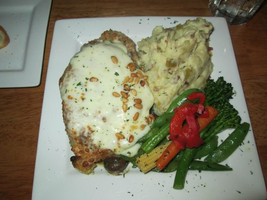 Twin Owls Steakhouse : Black Canyon chicken in roasted pine nut
