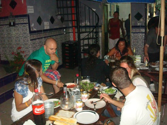 Casa Babylon Backpackers : comiendo