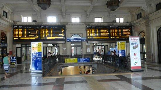 La staziona picture of stazione di bologna centrale for Bologna hotel stazione centrale
