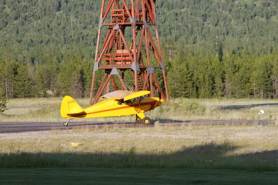 Cabin Creek Landing Bed & Breakfast : Airplane Landing at the B&B
