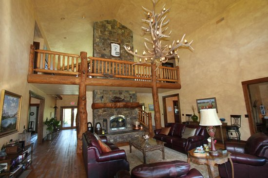 Cabin Creek Landing Bed & Breakfast : Upstairs balcony from the Family Room