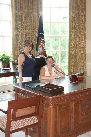 George Bush Presidential Library and Museum : The Oval Office