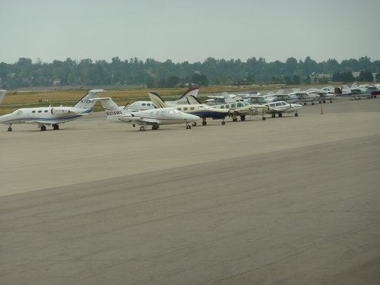Perfect Landing : view of the planes from our table