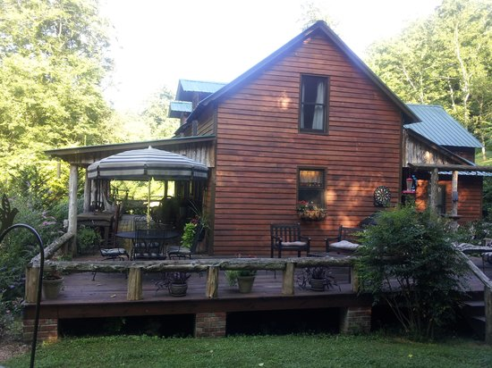 Butterfly Hollow - A Hidden Retreat : The side porch at Butterfly Hollow