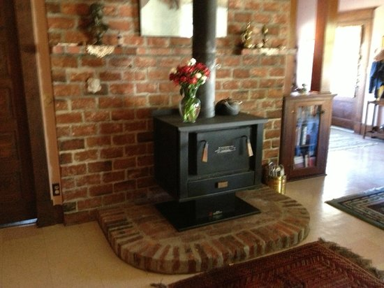 Sweet Virginia's Bed and Breakfast: Wood stove ensures a cozy retreat in winter
