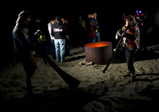 Didjeridoo Dreamtime Inn: Beach bonfire