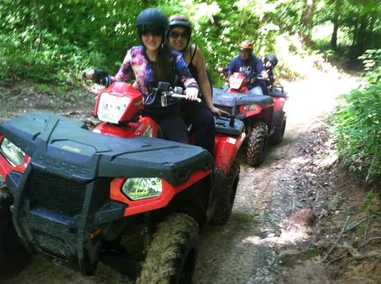South Haven, Μίσιγκαν: Yayyyy ATV- ing! We all want to go again!