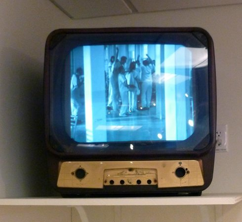 Oregon State Hospital - Museum of Mental Health : Old TV playing Cuckoo's Nest