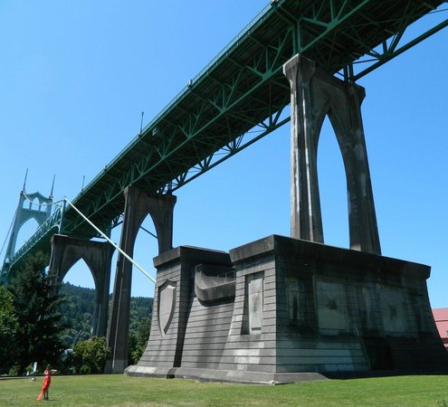 St. Johns Bridge : There's a park under the bridge at the east end