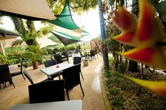 Restaurant 1606 at Village de Santo Resort: Cool outside dining everyday from 7.30 am