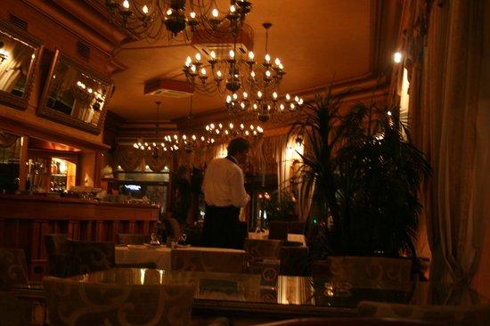 Balkan Orient Express Hotel: レストラン店内