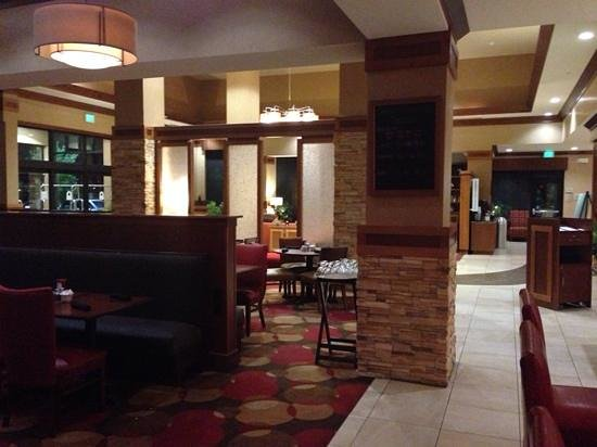 Hilton Garden Inn Milwaukee Airport: front entrance