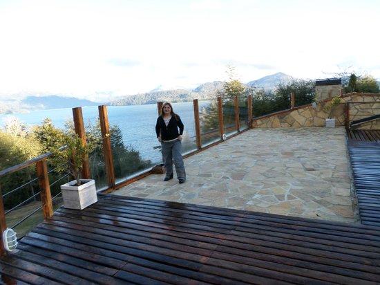 Cabanas Akermann : es la zona de la pileta con vista al lago