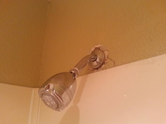 Mid Towne Inn and Suites: the shower 2