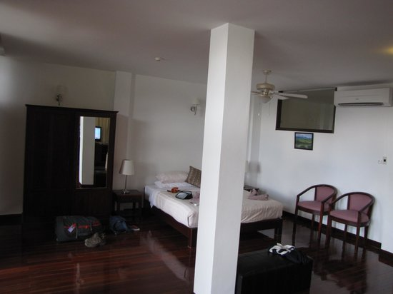 Silver Naga Hotel: Our room