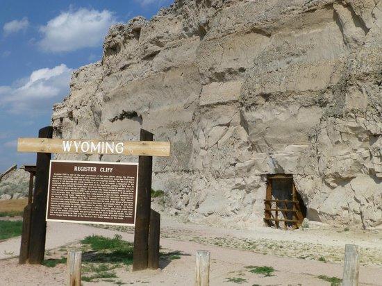 Oregon Trail Ruts: Register Cliff