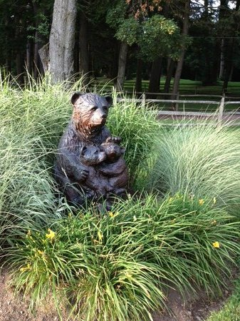 Bischwind: Beautiful wood bear sculpture