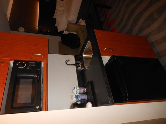 Holiday Inn Express & Suites Pittsburgh-South Side: Micro/Fridge