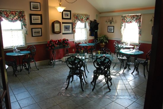 After Eight Bed & Breakfast: dining area