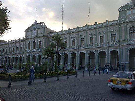 Palacio Municipal de Cordoba: de noche hay espectaculo de luz y sonido