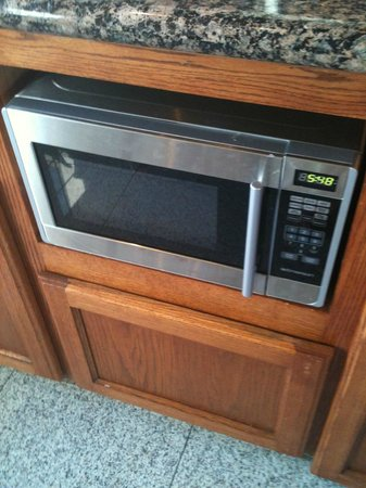 BEST WESTERN Airpark Hotel: Microwave machine in the breakfast room to warm up your food