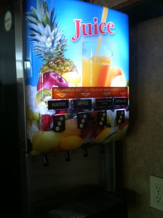 Best Western Airpark Hotel : The Fruit Juice Machine