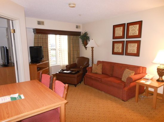 Homewood Suites by Hilton Toledo-Maumee: Living
