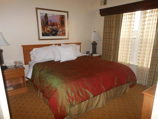 Homewood Suites by Hilton Toledo-Maumee: Bedroom