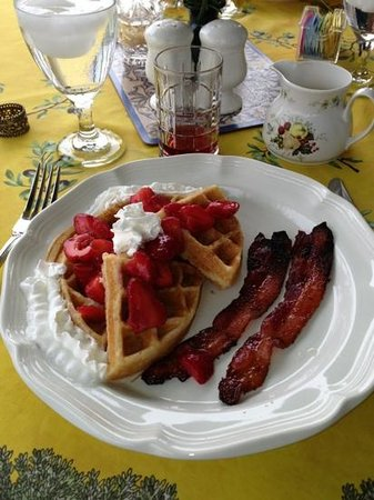 Brierley Hill Bed and Breakfast: best waffles and bacon