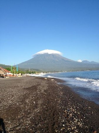 Mt Agung with 'toppi'. Seen from Amed beach