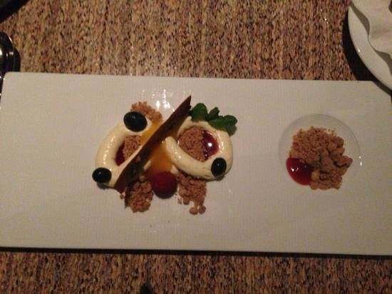 Seaduction: deconstructed cheesecake with berries