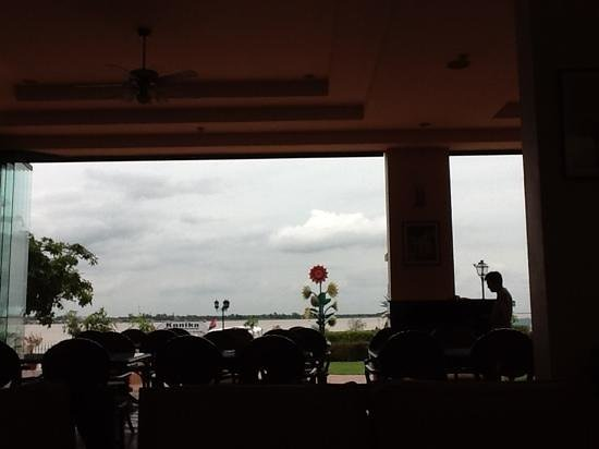 Himawari Hotel Apartments: view of the river front