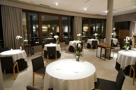 Martin Berasategui: Inside dining room