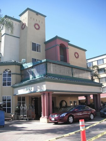 Peacock Suites : Outside of hotel/front reception