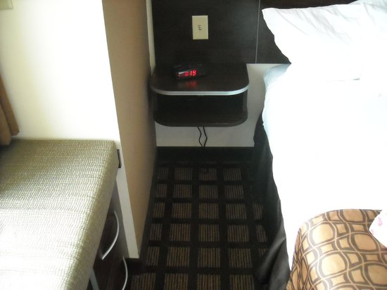 Microtel Inn & Suites by Wyndham Eagle Pass: side of bed and drawers single room