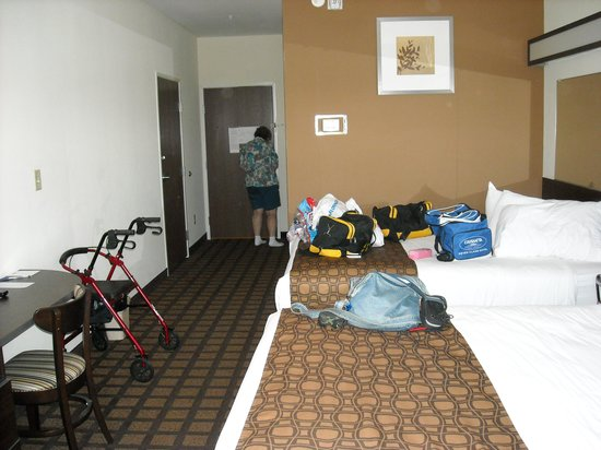 Microtel Inn & Suites by Wyndham Eagle Pass: handicapped double room