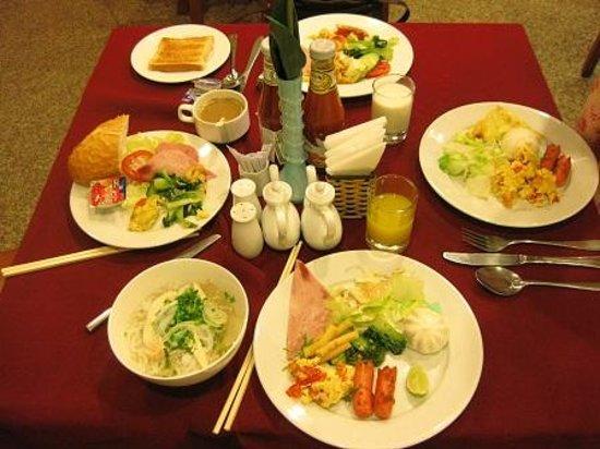 Thien Thao Hotel Ho Chi Minh City: 朝食。調味料に醤油もあるので味付けしやすいです