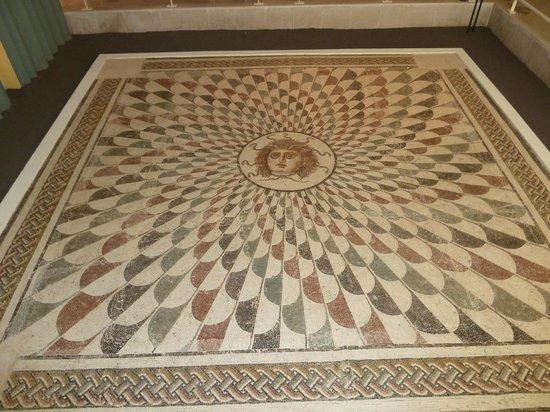 Sousse Archaeological Museum : Mosaïque de Méduse exposée au musée