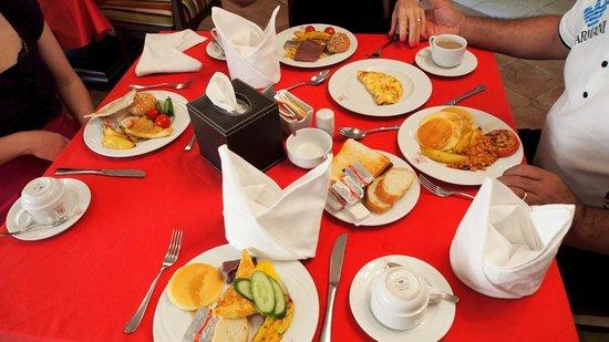The Royal International Hotel: Breakfast.