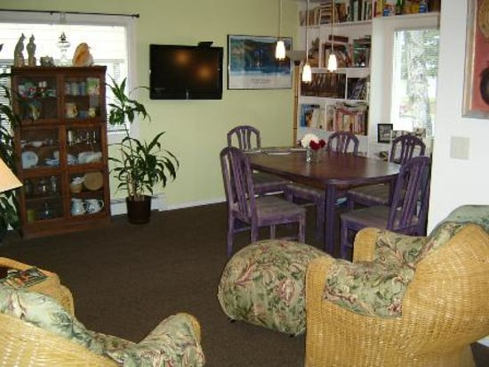 Planet Anchorage Bed & Breakfast: Breakfast Room