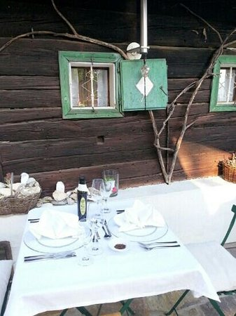 Zur Hube: romantic table setting