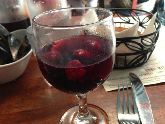 Le Papagayo: Best Sangria around