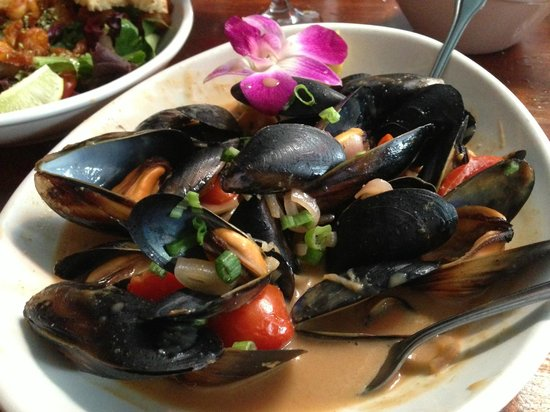 Le Papagayo: Mussels in peanut sauce, light and delicious!