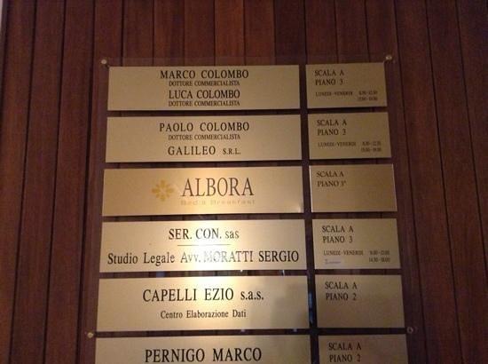 Albora B&B: hallway sign