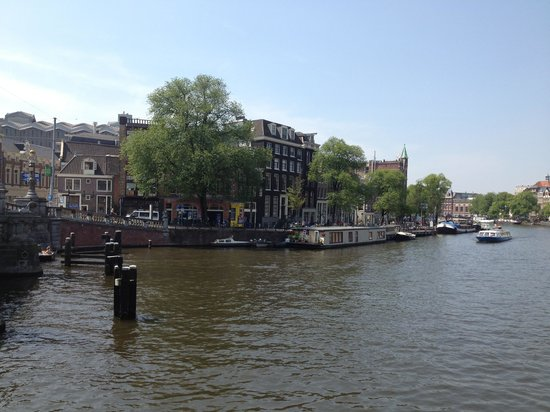Hampshire Hotel - Eden Amsterdam: View of hotel from Blauwbrug