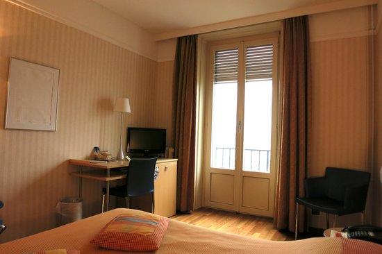 Hotel Alpes et Lac: Hôtel Alpes et Lac: Lake-View Room with Balcony