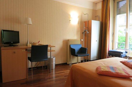Hotel Alpes et Lac : Hôtel Alpes et Lac: Street-View Room